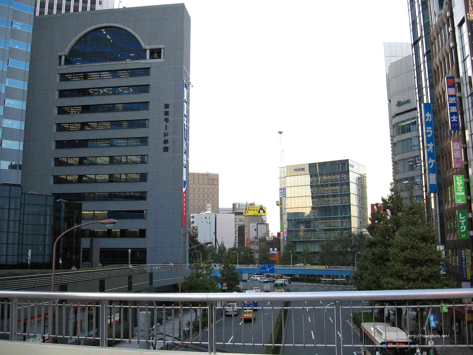 新宿 歩道橋