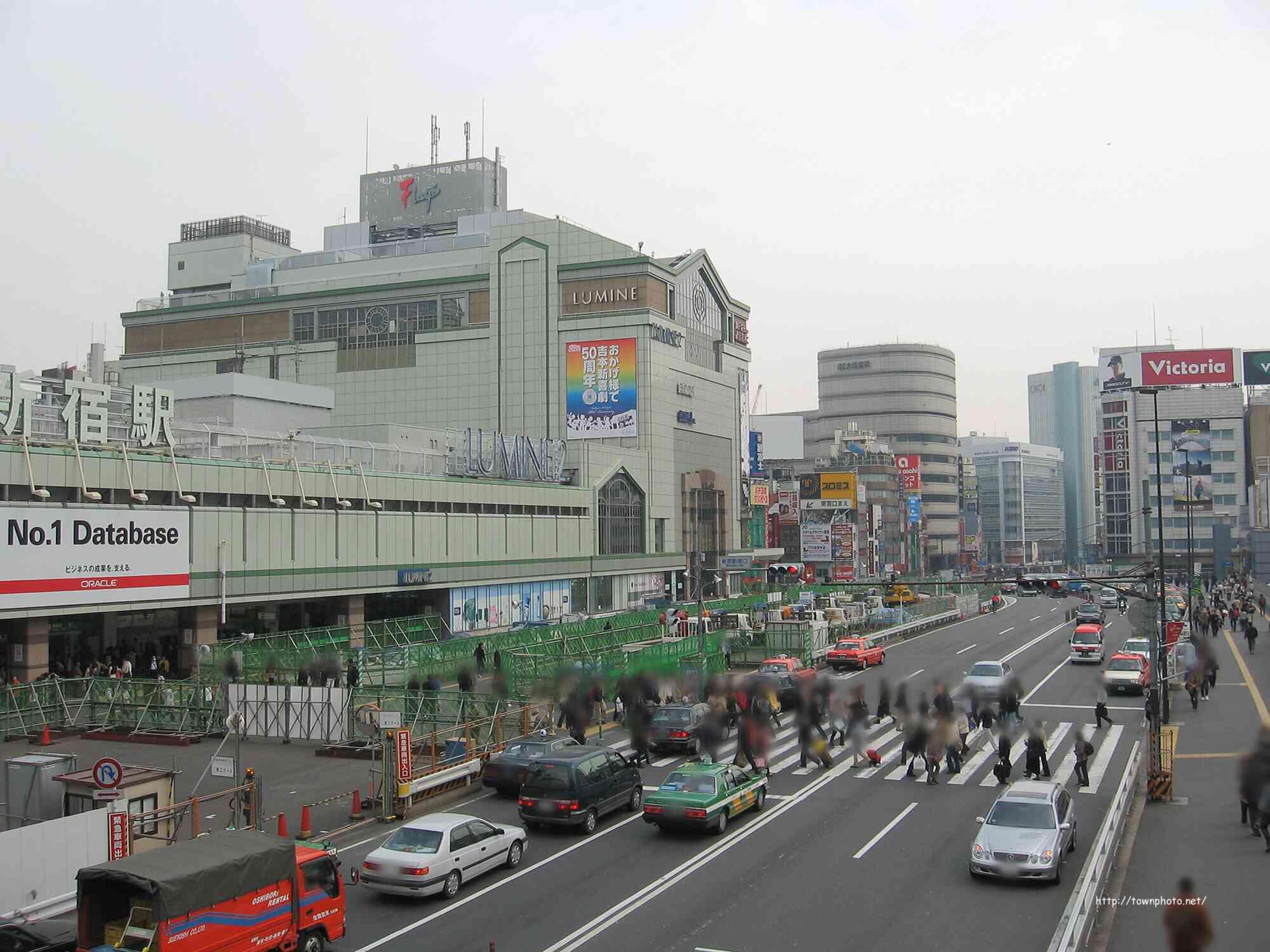 新宿駅南口~文化学園がある甲州街道沿いの紹介(写真60枚)